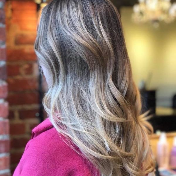 Brightened blonde highlights for summer weather